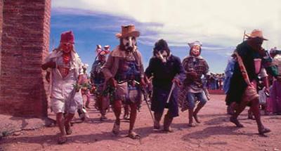 Sobre Folclore verdadero y folclore simulado