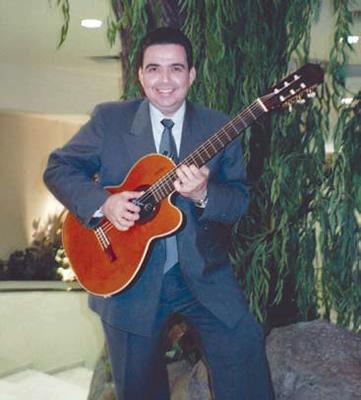 Un cantor romántico sinaloense. Efraín Montoya