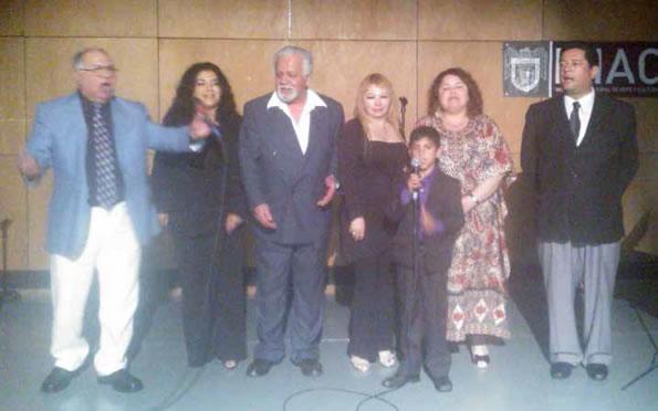 Con canto y poesía celebraron el día de las madres en Café literario de Tijuana